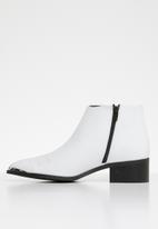Vero Moda - Bella leather boot - white