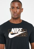 Nike - NSW tee story - black
