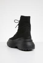 Missguided - Extreme sole canvas hiking boot - black