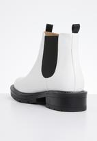 Public Desire - Meadow flat chelsea boot - white