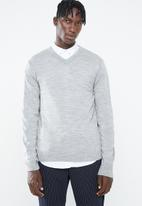 Superbalist - Basic V-neck slim fit knit - grey