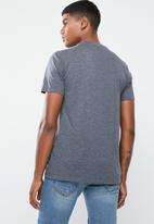Levi's® - Housemark graphic tee bw text - blue