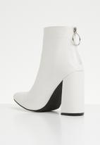 Superbalist - Ankle bootie - white