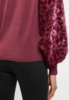 ONLY - Rosy knit with burnout sleeve - burgundy