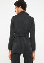 STYLE REPUBLIC - Structured belted blazer - black
