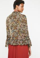 Brave Soul - Floral blouse with ruffle hem - green
