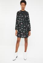 Brave Soul - Pleated floral dress with button back detail - black