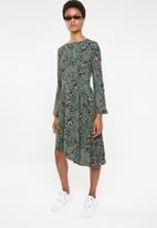 Brave Soul - Asymmetric floral dress with bell sleeves - green