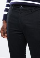 Superbalist - Cropped slim chino - black