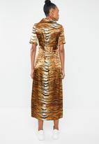 577d18b8fe2a Tiger print midi maxi dress - brown Missguided Occasion ...