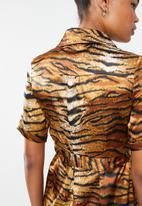 Missguided - Tiger print midi maxi dress - brown