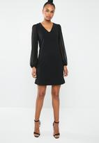 Superbalist - Shift dress with contrast sleeve - black