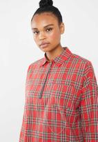 Missguided - Oversized utility tartan shirt dress - red