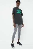 Umbro - Umbro boyfriend fit logo tee - black