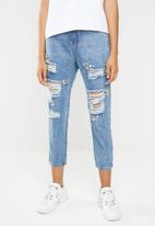 Superbalist - Ripped embellishment mom jeans - blue