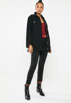 Missguided - Longline distressed denim jacket - black