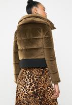 Missguided - Velvet cropped padded coat - tan