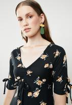 Brave Soul - Ruched v-neck floral dress - black