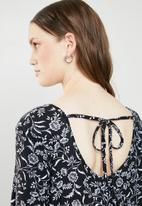 Brave Soul - Long sleeve paisley dress with tie neck - black & white