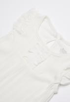 Baby Corner - Frilly short sleepsuit - white