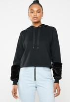 ONLY - Myra hoodie with faux fur cuffs - black
