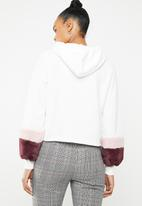 ONLY - Myra hoodie with faux fur cuffs - white