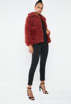 Missguided - Boxy shaggy borg jacket - red