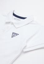 GUESS - Short sleeve core triangle golfer tee - white