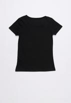 GUESS - I am a Guess Guess Guess girl tee - black