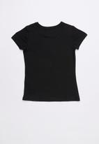 GUESS - Short sleeve classic triangle tee - black