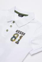 GUESS - Short sleeve 81 camo polo - white