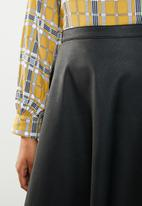 ONLY - Amber faux leather skater skirt - black