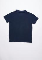 GUESS - Short sleeve core triangle golfer - navy