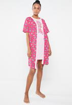 c(inch) - Short sleeve gown - pink