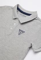 GUESS - Short sleeve core triangle golfer - grey
