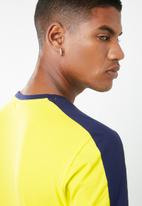PUMA - Iconic T7 slim fit tee - yellow & navy