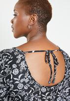 Brave Soul - Plus size paisley dress with tie neck - black & white