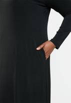 STYLE REPUBLIC PLUS - V neck maxi dress with pockets - black