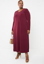 STYLE REPUBLIC PLUS - V neck maxi dress with pockets - maroon