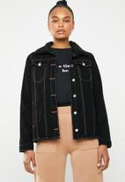 Missguided - Contrast stitch lightweight borg jacket - black
