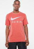 Nike - Nike  dry tee nike train - red