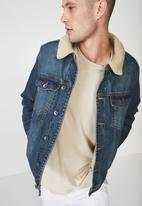 Cotton On - Borg washed denim jacket - blue