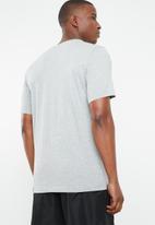 Nike - Tee cltr nike air 2 - grey