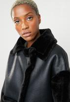 Missguided - Faux fur sleeve aviator - black
