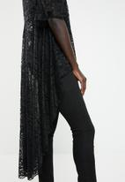 Revenge - Dip hem lace top - black