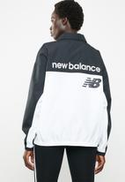 New Balance  - Athletics windbreaker pullover - black & white