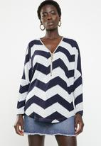 Revenge - Zig zag zip through top - navy & grey