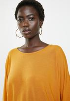 Revenge - Back button 3/4 sleeve top - yellow