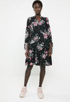 Revenge - Floral drop waist v-neck dress - black