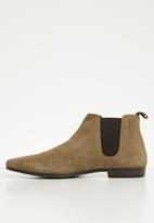Superbalist - Ethan suede chelsea boot - neutral